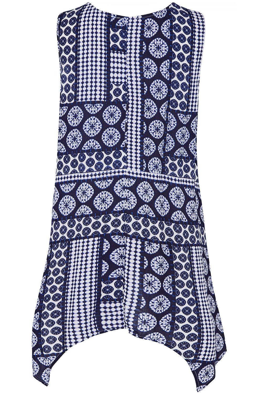 Yours Clothing Women/'s Plus Size Blue Tile Print Hanky Hem Blouse