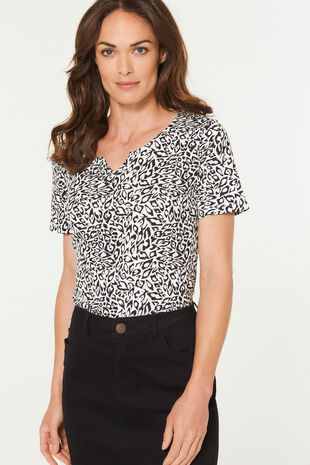 Notch Neck Mono Animal Print T-Shirt