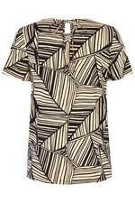 Linear Leaf Print T-Shirt