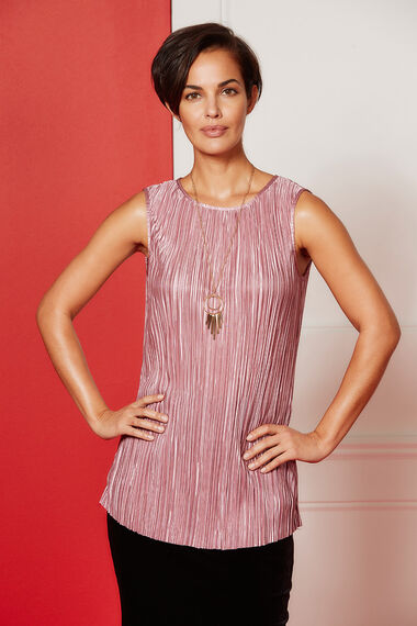 Plisse Sleeveless Top With Necklace