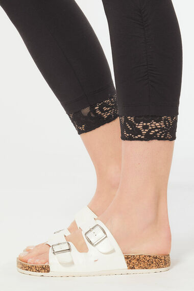 Lace Trim Cropped Leggings with Ruched Detail