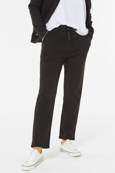 Short Jog Pant with Contrast Piping
